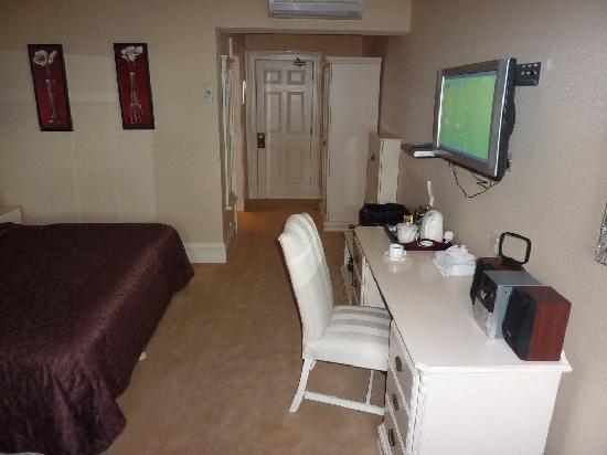 Hayfield Manor Hotel: Room 4