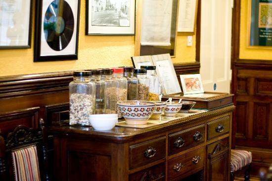 Laurel Villa: The cereal bar