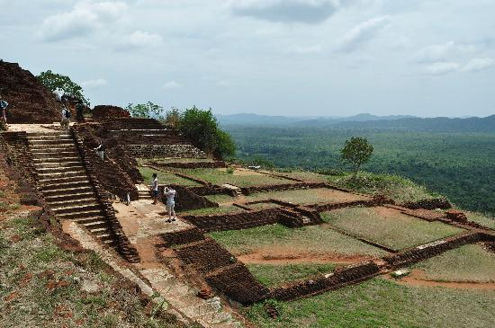 Benteng Sigiriya - Batu Singa: At the top