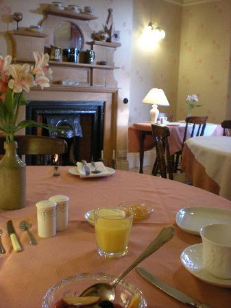 Old Vicarage Guest House: The Cosy Breakfast Room