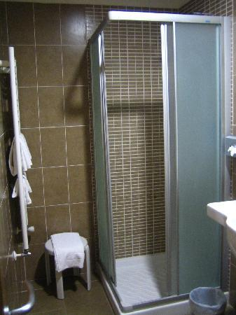 Eden Hotel: bathroom