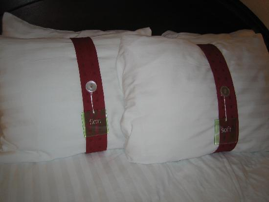 ‪‪Holiday Inn Mt. Kisco (Westchester Cty)‬: Look what they put on the pillows‬