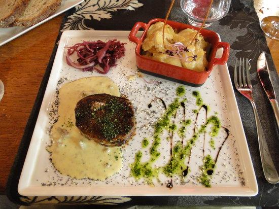 Le Tripot : Bife with a wonderful Foie Gras souce