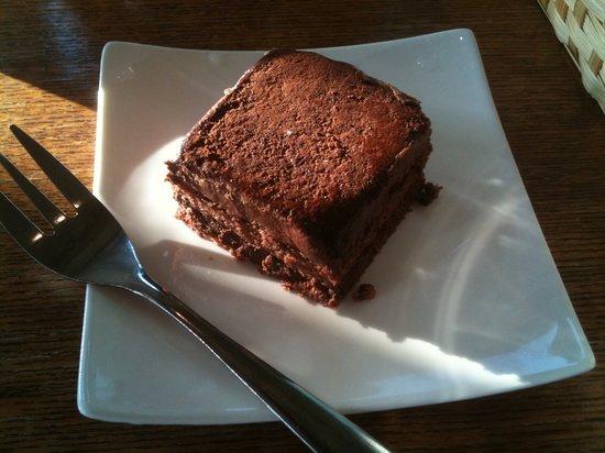 Katase Shokudo : Katase食堂 チョコレートケーキ