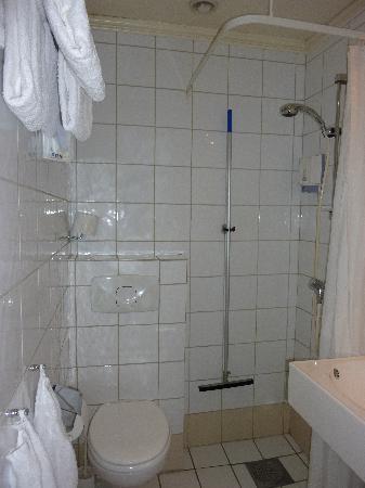 Comfort Hotel Grand : Das Bad