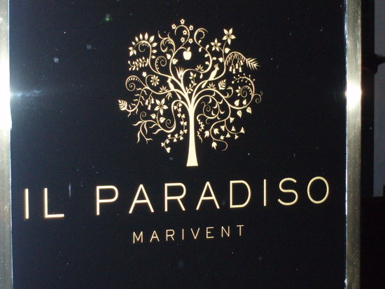 Il Paradiso: signage