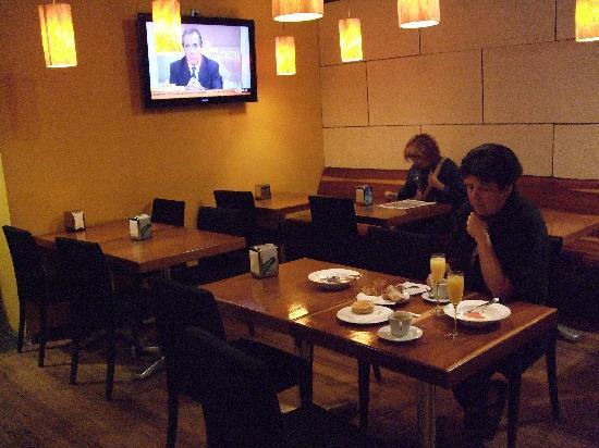 Hotel Urquinaona: Breakfastroom at the restaurant