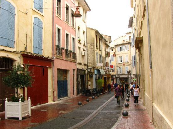 Best Western Le Comtadin : atmospheric old town of Carpentras