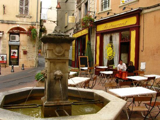 BEST WESTERN Le Comtadin: Les Fontaines - nearby restaurant recommendation