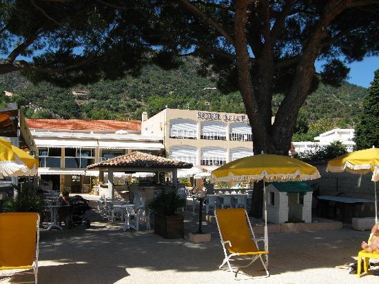 Hotel de la Plage : Hotel seen from the beach side