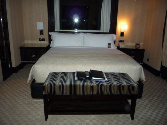 Fairmont Nile City: Master suite bed