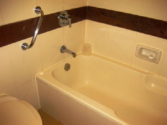 bathroom picture of holiday inn resort goa cavelossim