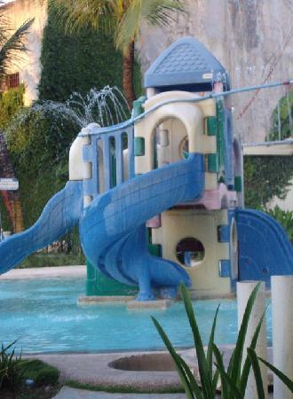 Country Village Hotel: childrens pool area