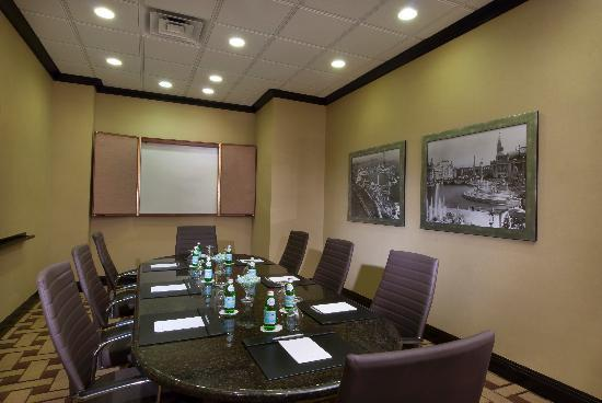 Hampton Inn & Suites Chicago - Downtown: Daley Boardroom