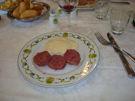 Fiorano Modenese, İtalya: tradional dish called muzette