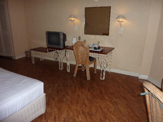 Coco Grande Hotel Dumaguete: room
