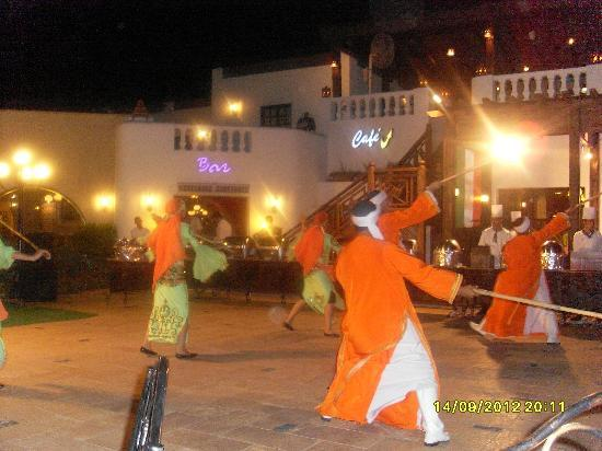 Oriental Rivoli Hotel & SPA : Dancers performing the show