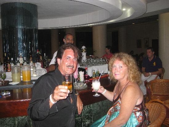Abel and Marlene having a cocktail