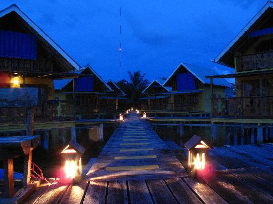 Koko Resort: KoKo by night