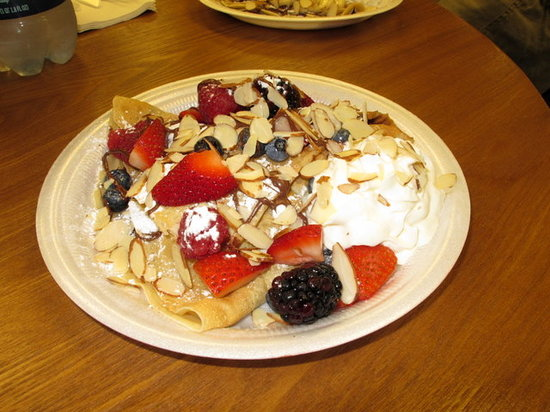 Sunshine Crepes: Mixed berries, Nutella & almonds!