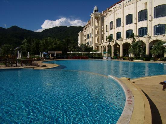 Universal Resort: Pool ist sauber - erholsam  ruhig