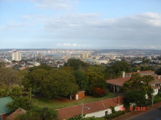 كوستلاندز موسجراف هوتل: View from the balcony with Durban port