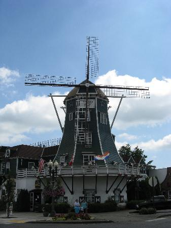 Dutch Village Inn: This is the hotel
