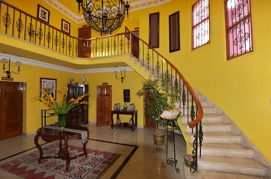 Casa Arequipa : View of the staircase and the second level balcony.
