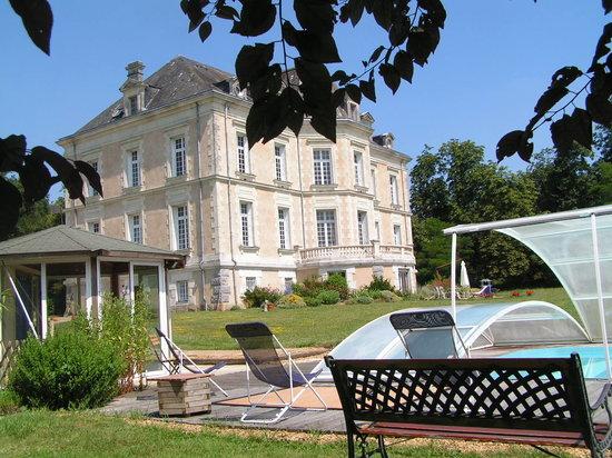 Chateau de la Haye : Château de La Haye, parc et piscine