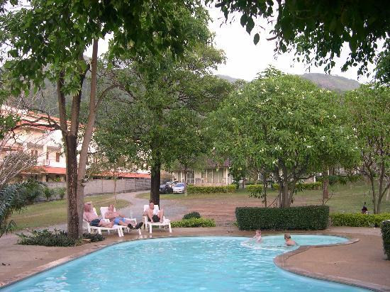 Kohchang Privilege: Swimmingpoolen med bjergene bag ved