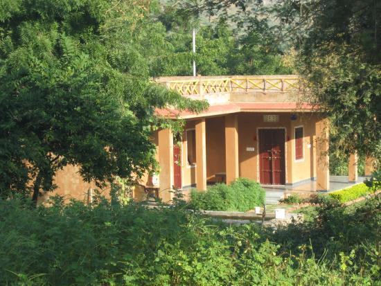 Krishna Ranch: cottages outside