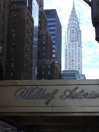 Waldorf Astoria New York: Waldorf with Chrysler building in background