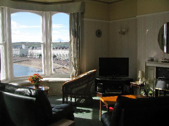 Waverley Hotel: The sitting room with the beautiful view