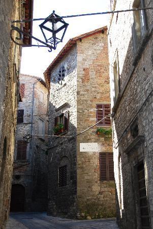 Todi, إيطاليا: UNO DEI TANTI VICOLI