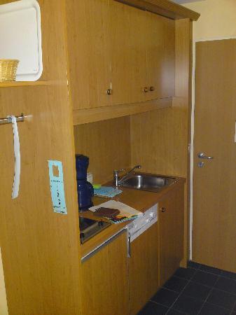 Best Western Aparthotel Birnbachhoehe: Kitchenette im Eingangsbereich