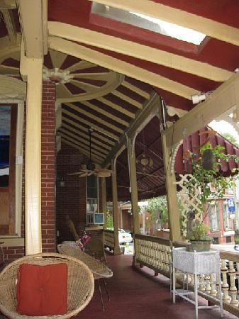 DeFeo's Manor B&B: On the porch