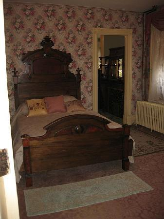 DeFeo's Manor B&B: Comfortable bed