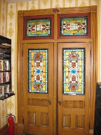 DeFeo's Manor B&B: Stain glass doors that lead to a private terrace