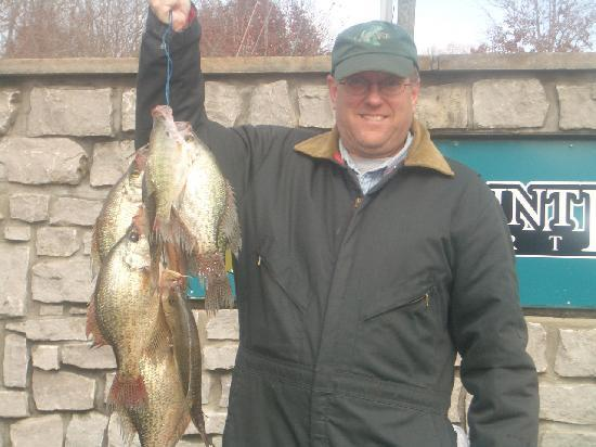 Crappie fishing picture of lakepointe resort russell for Crappie fishing in ky