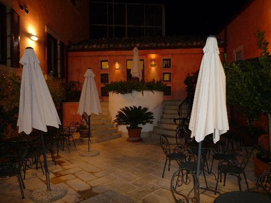 "Hotel Il Barocco: Lovely ""garden"""