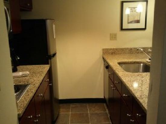 Residence Inn Boston Tewksbury/Andover: Kitchen