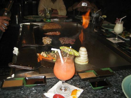 Cherry Blossom Japanese Steak & Seafood: mientras hacen la comida