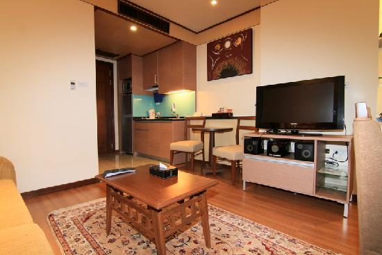 entertainment area in living room with samsung flatscreen. Black Bedroom Furniture Sets. Home Design Ideas