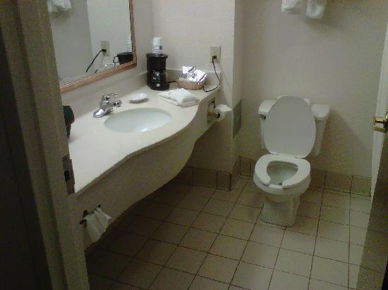 Hampton Inn Richfield : Bathroom; very clean