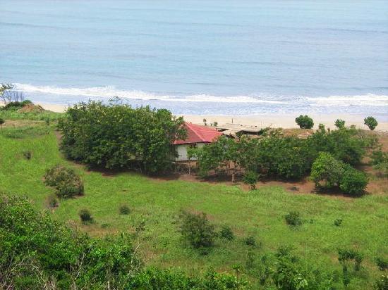 Abuesi Beach Resort: The beach bar with long pier