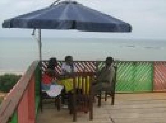 Abuesi Beach Resort: Hanging Restaaurant On the Top Hill