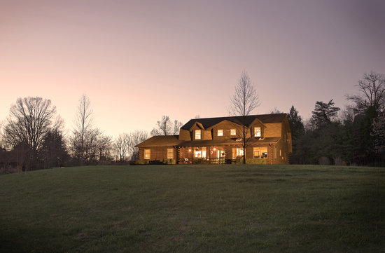 Harmony Hill Bed and Breakfast: Picturesque Blue Ridge Mountain Setting