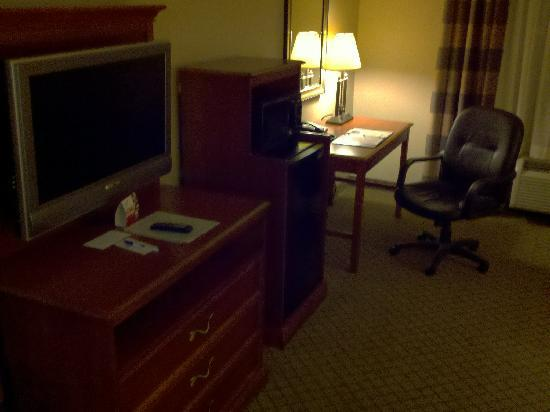 Holiday Inn Express Hampton South - Seabrook: Desk TV