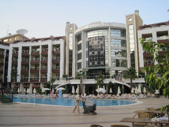 Grand Pasa Hotel: hotel from the pool