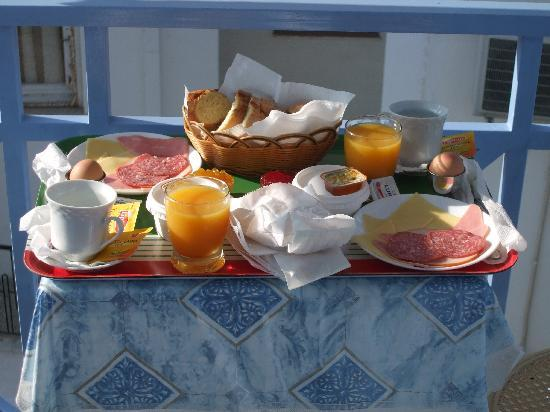Pension Elektra: Breakfast served on balcony